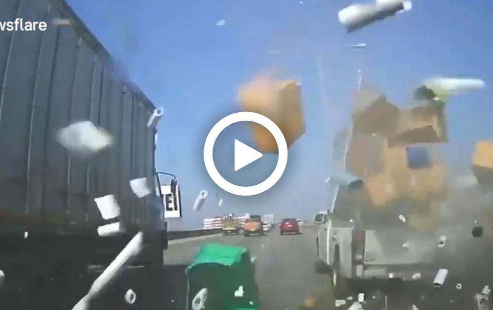 Video – Onverwachte pakketbezorging op de snelweg