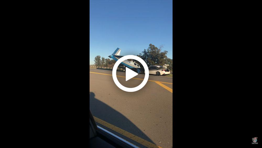 Video – Lexus wordt aangereden door… een vliegtuig