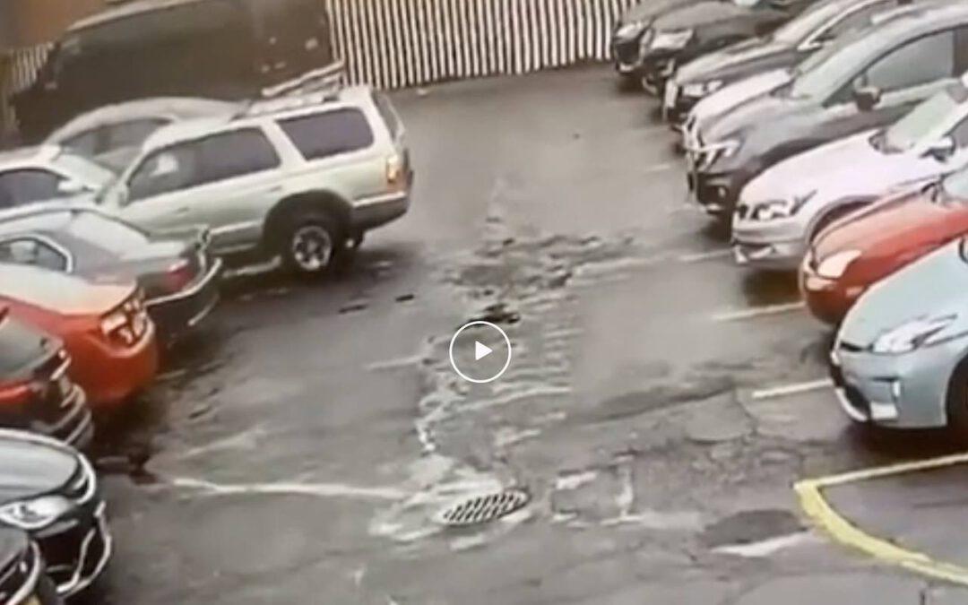 Video: rustig uit een parkeervak rijden…
