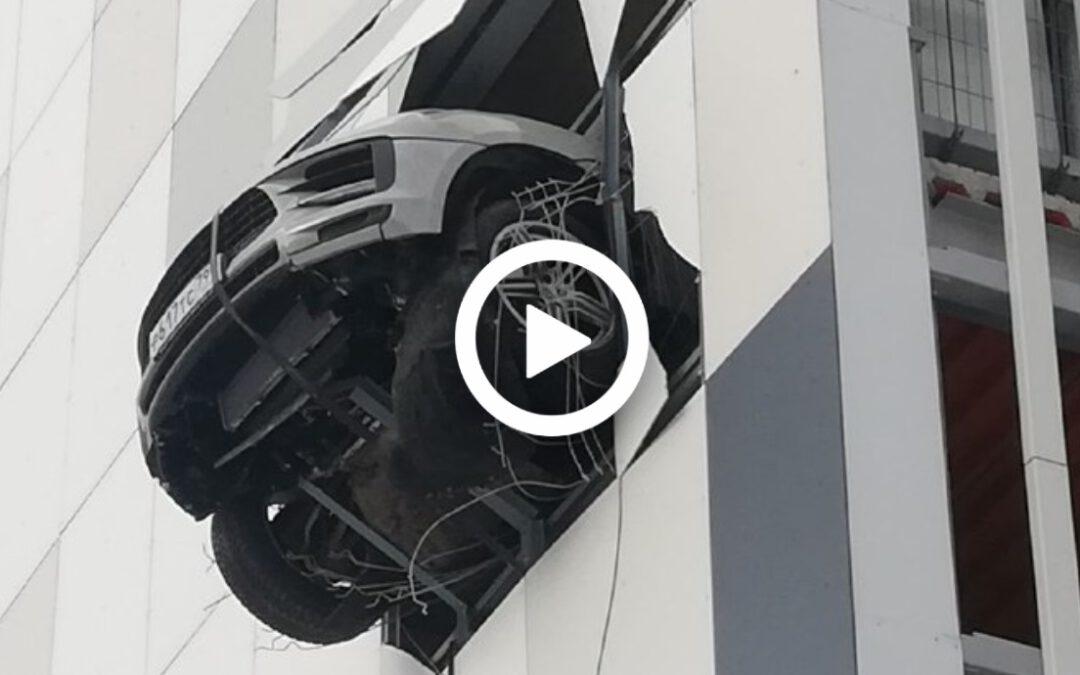 Video – Porsche Macan hangt over het randje